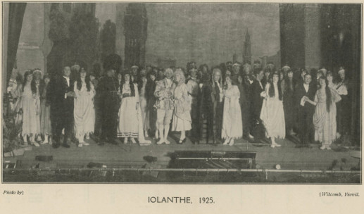 Page 39 (Cast of 'Iolanthe' 1925)